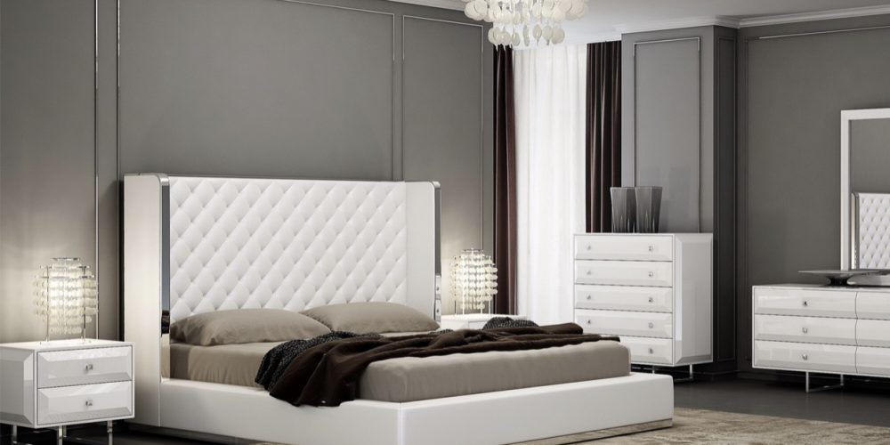 Black or white Bedroom